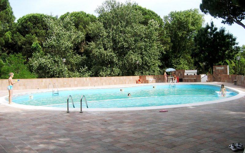 Appartamento al piano terra in residence con piscina
