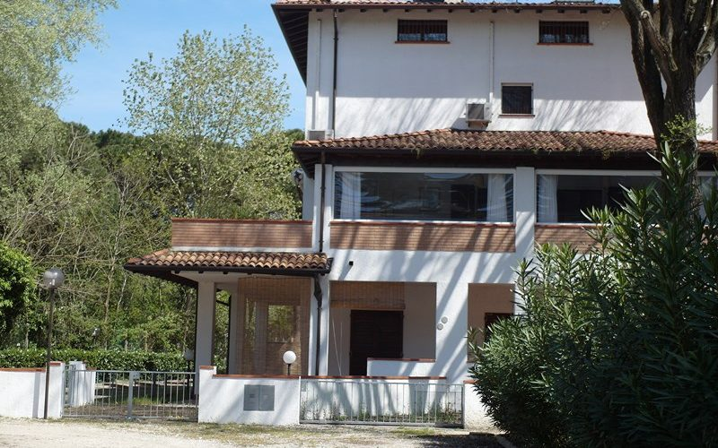 Affitto appartamento al piano terra con ampio patio