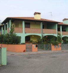 Villetta trilocale in vendita in residence con piscina a Lide delle Nazioni