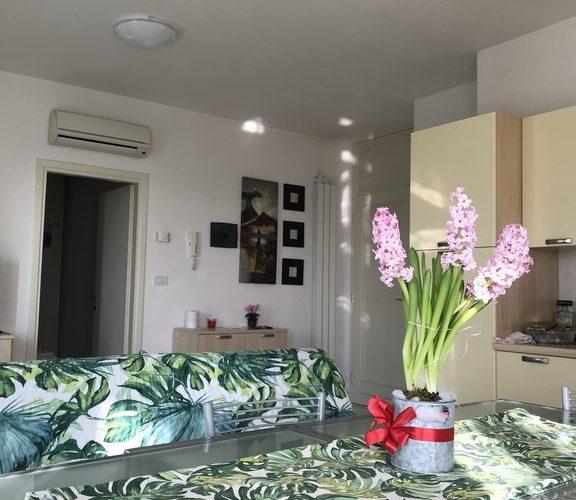 Affitto appartamento trilocale al quarto piano a Lido delle Nazioni