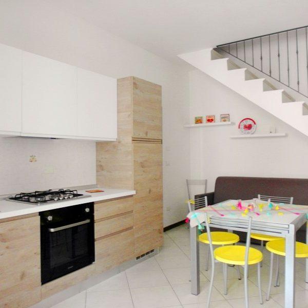 Vicino al mare, bella e spaziosa casa vacanze a lido di Pomposa, villetta a schiera al primo piano, su due livelli,